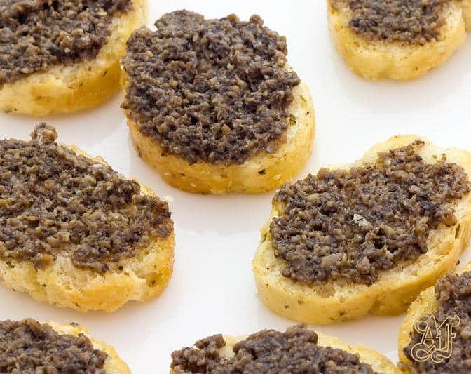 bruschette-al-tartufo-nero