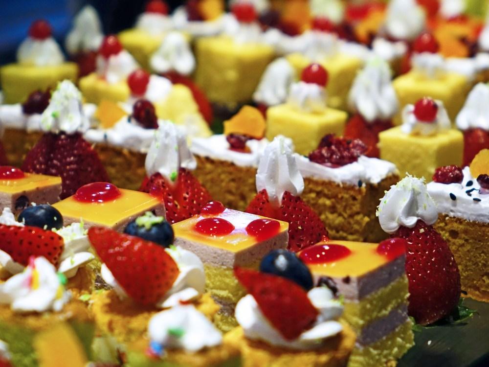 cakes-cream-delicious-confectionery-47734.jpg
