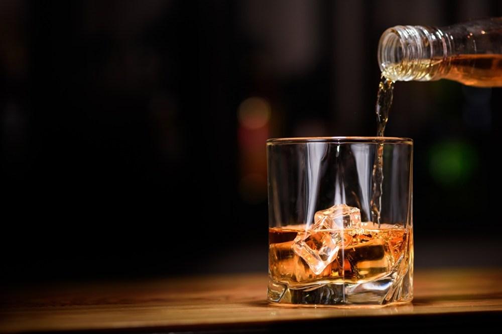 Whisky_Drinks_Highball_glass_Ice_525452_1280x854