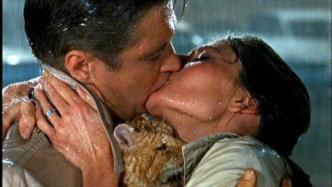 il-bacio-in-colazione-da-tiffany-maxw-654