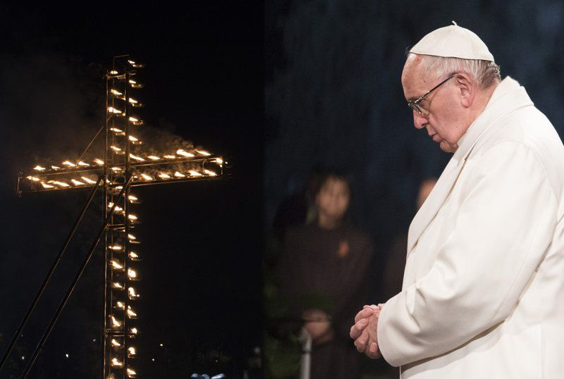 via-crucis-papa-francesco.jpg
