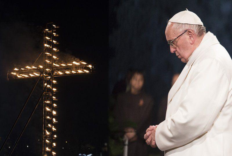 via-crucis-papa-francesco.jpg