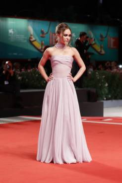 """VENICE, ITALY - SEPTEMBER 02: Lily-Rose Depp attends """"The King"""" red carpet during the 76th Venice Film Festival at Sala Grande on September 02, 2019 in Venice, Italy. (Photo by Vittorio Zunino Celotto/Getty Images)"""