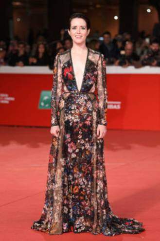 """ROME, ITALY - OCTOBER 24: Claire Foy walks the red carpet ahead of the """"The Girl In The Spider's Web"""" screening during the 13th Rome Film Fest at Auditorium Parco Della Musica on October 24, 2018 in Rome, Italy. (Photo by Daniele Venturelli/Daniele Venturelli/WireImage )"""
