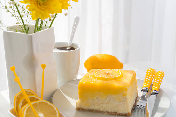 Lemon cheesecake slice