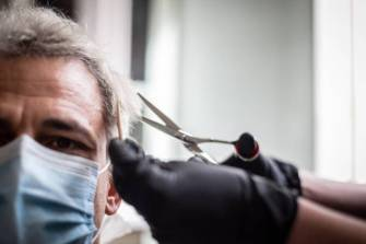 VITORIA, SPAIN - MAY 02: A man has his hair cut in a hairdresser's shop on the day that these premises can be attended by appointment and with limited capacity within the first phase of de-escalation due to the coronavirus pandemic on May 02, 2020 in Vitoria, Spain. (Photo by Iñaki Berasaluce/Europa Press via Getty Images) .