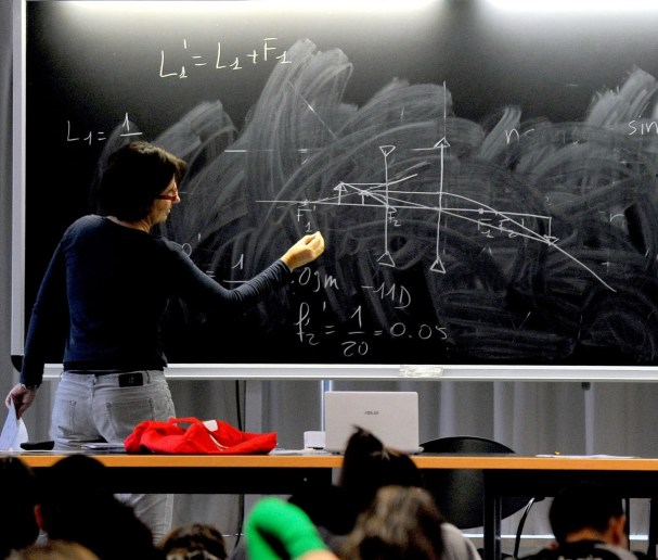 Students follow a course at the Roma Tre university on November 27, 2012 in Rome. About 870 teachers are working in the eight faculties of the University. AFP PHOTO / TIZIANA FABI (Photo credit should read TIZIANA FABI/AFP via Getty Images)
