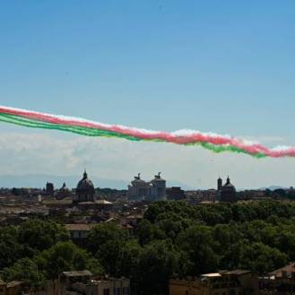 The Italian Air Force aerobatic unit Frecce Tricolori (Tricolor Arrows) spreads smoke with the colors of the Italian flag over the city of Rome on June 2, 2019 as part of the Republic Day ceremony. (Photo by Vincenzo PINTO / AFP) (Photo by VINCENZO PINTO/AFP via Getty Images)