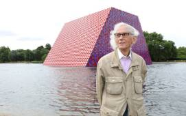 LONDON, ENGLAND - JUNE 18: Artist Christo unveils his first UK outdoor work, a 20m high installation on Serpentine Lake, with accompanying exhibition at at The Serpentine Gallery on June 18, 2018 in London, England. (Photo by Tim P. Whitby/Tim P. Whitby/Getty Images for Serpentine Galleries)