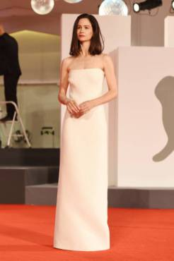 VENICE, ITALY - SEPTEMBER 05: Katherine Waterston walks the red carpet of the Kineo Prize at the 77th Venice Film Festival on September 05, 2020 in Venice, Italy. (Photo by Stefania D'Alessandro/WireImage,)