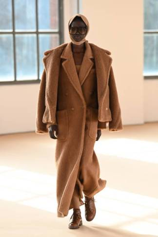 MILAN, ITALY - FEBRUARY 25: Look 1 at the Max Mara Fall/Winter 2021-2022 show during Milan Fashion Week on February 25, 2021 in Milano, Italy. (Photo by Daniele Venturelli/Daniele Venturelli/ Getty Images for Max Mara)