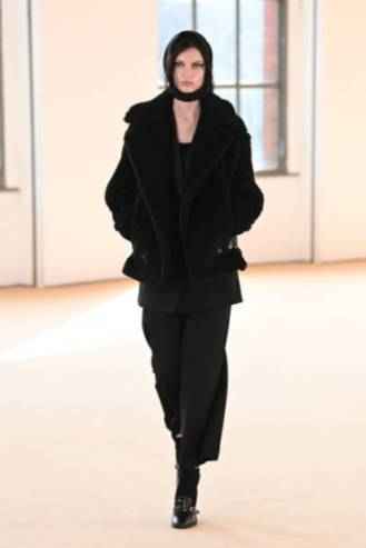 MILAN, ITALY - FEBRUARY 25: Look 40 at the Max Mara Fall/Winter 2021-2022 show during Milan Fashion Week on February 25, 2021 in Milano, Italy. (Photo by Daniele Venturelli/Daniele Venturelli/ Getty Images for Max Mara)