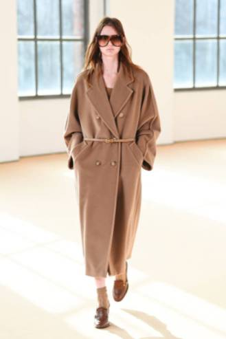 MILAN, ITALY - FEBRUARY 25: Look 6 at the Max Mara Fall/Winter 2021-2022 show during Milan Fashion Week on February 25, 2021 in Milano, Italy. (Photo by Daniele Venturelli/Daniele Venturelli/ Getty Images for Max Mara)