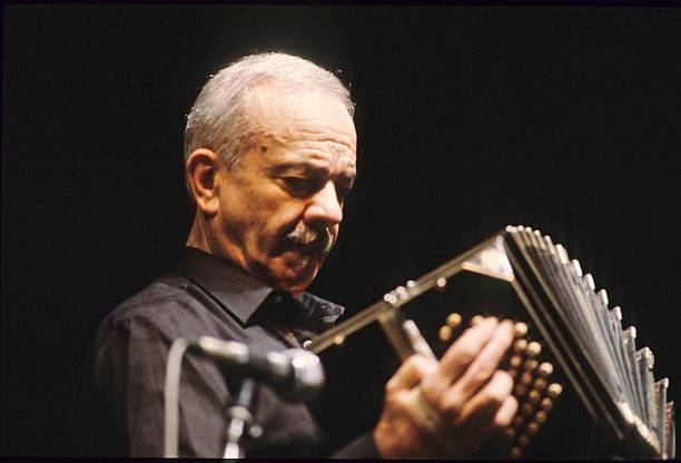 (GERMANY OUT) Piazzolla, Astor Pantaleon - Musician, Composer, Bandoneon, Tango Nuevo, Argentina - performing at the North Sea Jazz Festival in Den Haag, Netherlands - 01.10.1984 (Photo by Jazz Archiv Hamburg/ullstein bild via Getty Images)
