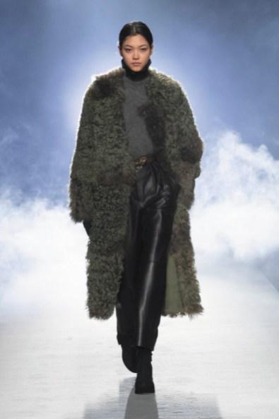 milano-fashion-week-moda-milano-sfilate-moda-sfilate-milano-alberta-ferretti-05-milano-fashion-week-moda-milano-sfilate-moda-sfilate-milano-alberta-ferretti-640x960