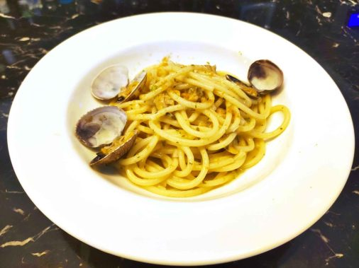 Toma-ristorante-Roma-spaghetti-a-vongole-con-bottarga-1280x960