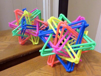 If you have a mirror, you only need 16 Straws Thingys to make a 5-dimensional hypercube of them. Image: Zachary Abel.