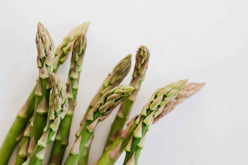 ends of asparagus pods in bunch