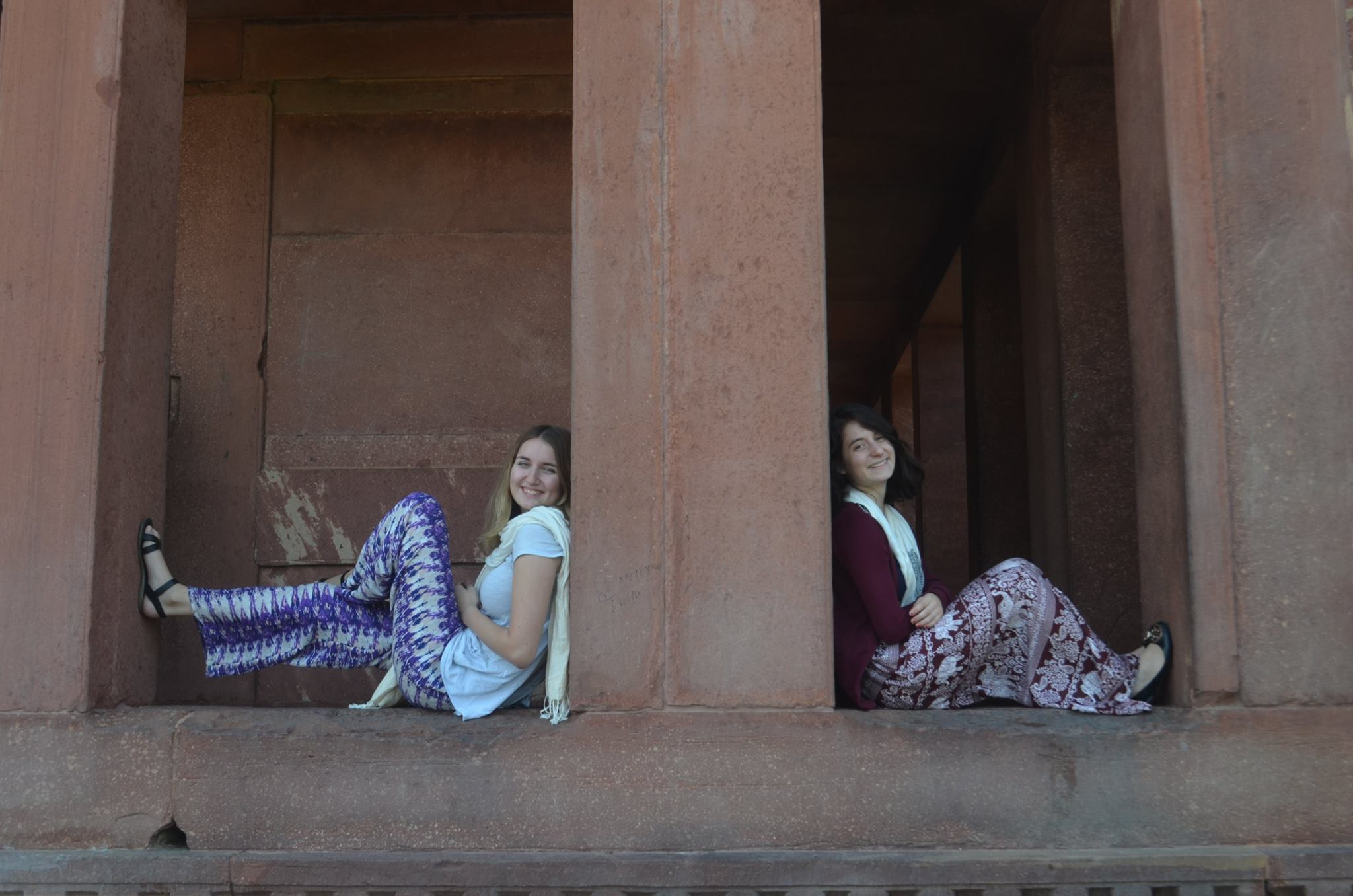 Jessica Thevenoz ('17) and Rebecca Jacobs ('17) at the City Palace in Jaipur, India