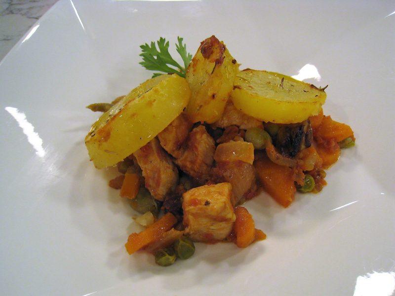 Carne a la sartén con gratén de patatas