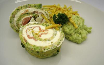 Pastel enrollado de tortilla y salmón