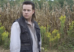 The-Walking-Dead-4x11-Claimed-Carlost-001