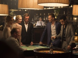 el-infiltrado-the-night-manager-john-le-carre-tom-hiddleston-hugh-laurie-antonio-de-la-torre-els-bastards-critica-serie-amc