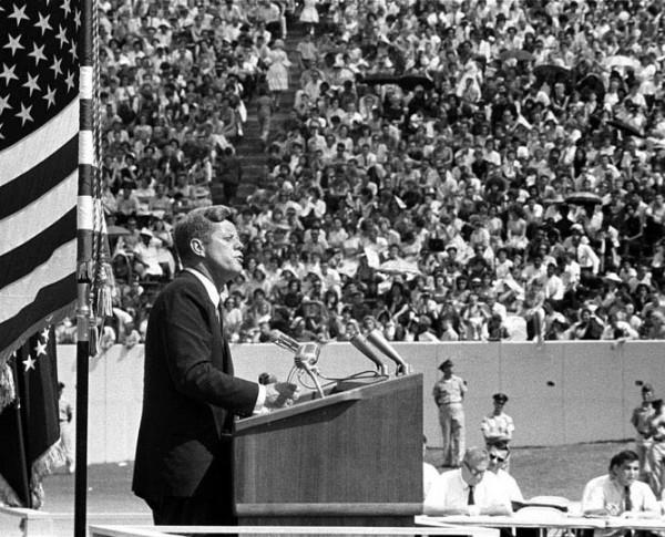 El-presidente-John-Kennedy-durante-el-discurso-del-12-de-septiembre-de-1962