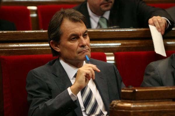 artur-mas-al-parlament_011008