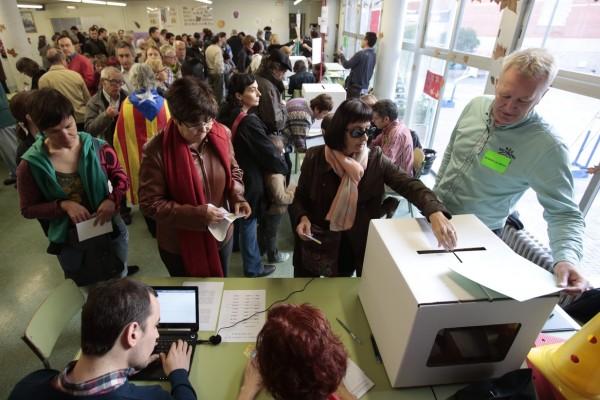 Cues-votacio-Barcelona-larrencada-participatiu_ARAIMA20141109_0284_1