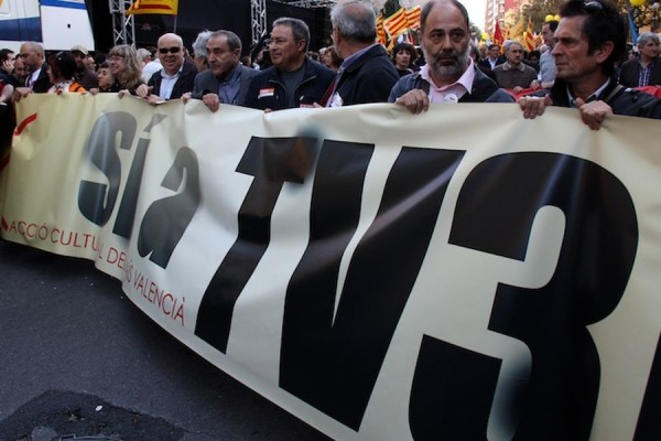 Manifestacio-favor-TV3-Pais-Valencia_ARAIMA20120910_0084_20