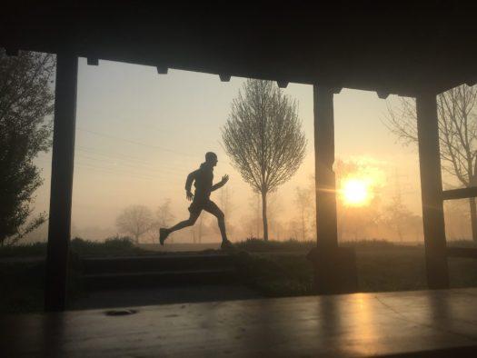 Motivation pur: Nils läuft im Sonnenaufgang