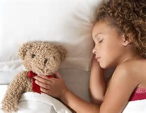 Saltare la colazione e non abbastanza sonno può rendere i bambini in sovrappeso