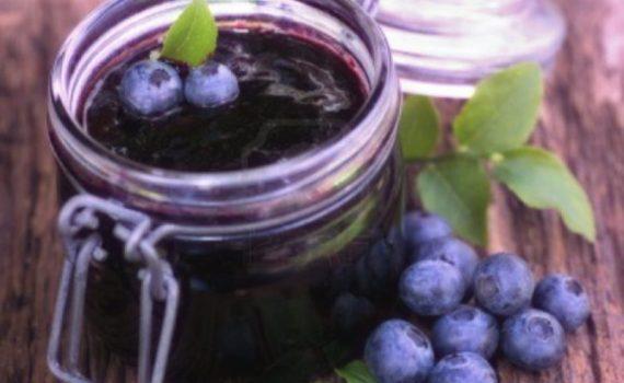 Mirtilli, zenzero, olio d'oliva e tè verde: sono solo alcuni degli alimenti che possono combattere l'artrite reumatoide