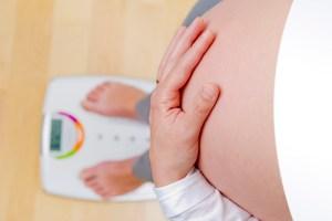 Peso da mãe na gravidez pode afetar o comportamento do filho