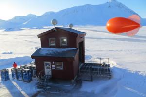 """Der rote Ballon """"Miss Piggy"""" kurz vor dem Start. Foto: Kerstin Binder"""