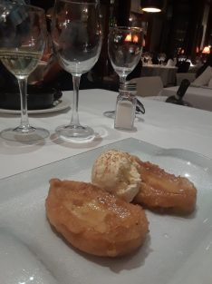 Cinnamon french toast with ice cream at La Gloria de Montera restaurant