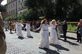 Dancing priestesses in the parade