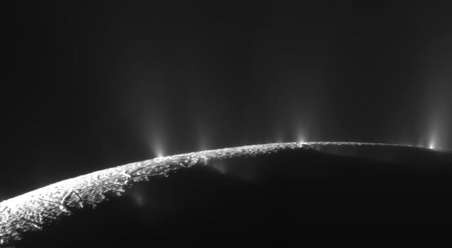 Cassini fotografía los géiseres de Encelado Créditos: NASA/JPL/SSI, Emily Lakdawalla