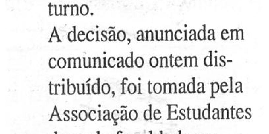 """(110) """"Estudantes de Letras do Porto em greve por aulas nocturnas"""" - 2000 02 28 DAveiro 16-50r"""