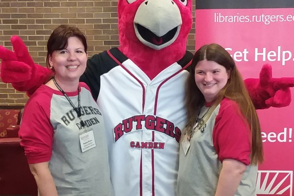 librarians with mascot