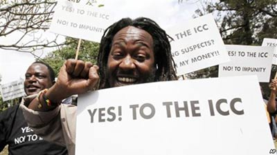 Protesters voice their support for the ICC in Nairobi in 2011 (Photo: VOA)