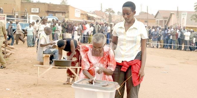 Uganda_voting_reddust