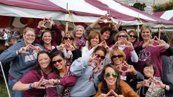 Alumna Michelle Nahon Moulder meets up with her Alpha Chi Omega sisters at Homecoming.