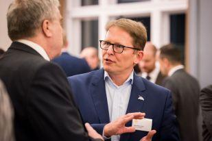 NABU-Präsident Jörg-Andreas Krüger im Gespräch - Foto: Sebastian Hennigs