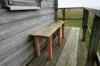 Eine neue Sitzbank für die Hütte!