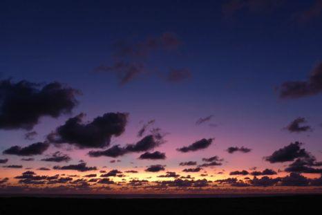 Sonnenuntergang mit Häufchenwolken (Foto: Tore J. Mayland-Quellhorst).