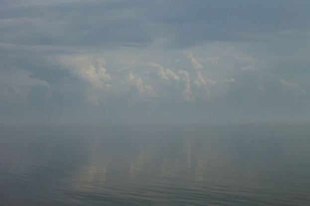 Nebel über Spiegelmeer (Foto: Tore J. Mayland-Quellhorst).