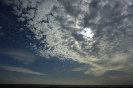 Hohe Schäfchenwolken, wissenschaftlich wohl Altocumulus (Foto: Tore J. Mayland-Quellhorst).