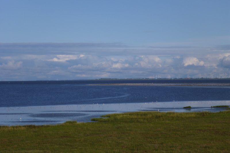 Strahlend blaues, ablaufendes Wasser in der Südost-Bucht (Foto: Tore J. Mayand-Quellhorst).